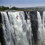 Lukas Irmler und Reinhard Kleindl: Slacklining an den Victoria Falls