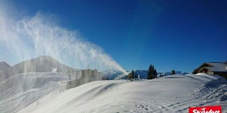 Raport śniegowy: wreszcie silne opady śniegu, stacje narciarskie masowo otwierają sezon - ©SkiWelt