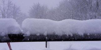 Snehové správy: Masívne sneženie na Donovaloch aj na Skalke, veľa čerstvého snehu v Taliansku - ©Skalka Arena facebook