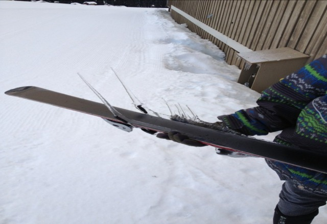 omg his ski breaks froze today! wowy! lol