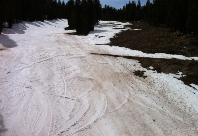 very poor condition. maybe the season is ending and they just dont care about making snow.