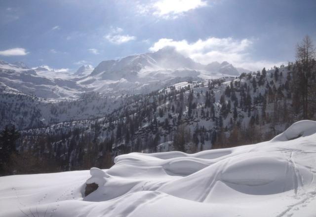 great week of skiing , plenty of snow