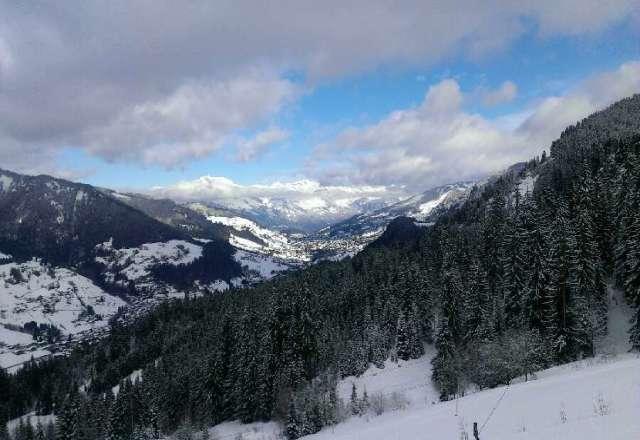 20 cm de poudreuse en haut des pistes. Conditions superbes.