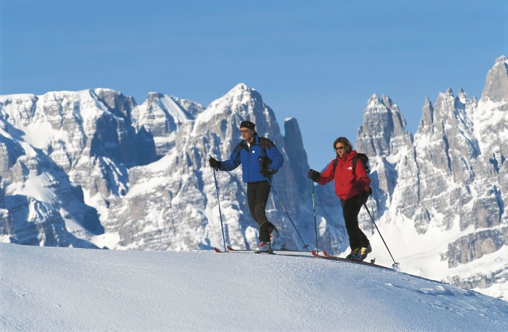 Cross country skiers on the Dolomites, Trentino - ©Trentino Web Archive, Giovanni Cavulli