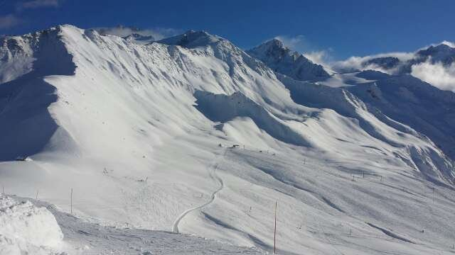 10cm and more fell overnight on 23rd, this is the view from le tour today, 24. excellent powder, not pisted for some reason.