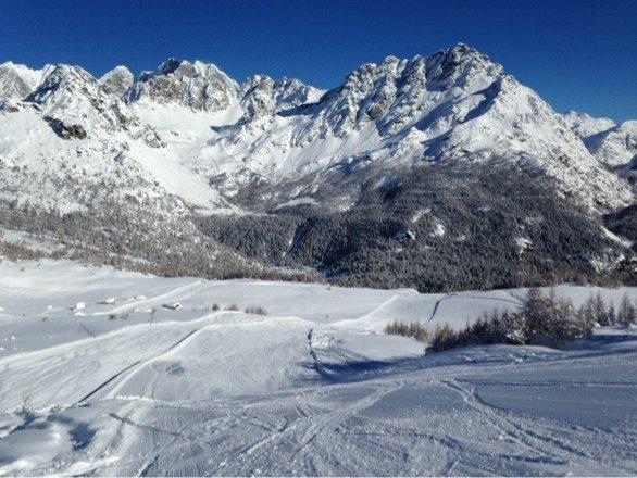 Oggi 6 febbraio, la giornata ideale, sole, neve da favola e poca gente.