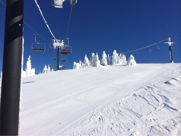3 days of bluebird in late February. No lines. Never going back to UT or CO. The people are amazingly friendly!