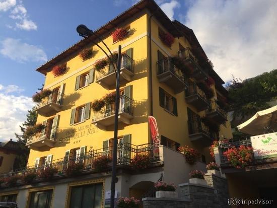 Hotel meuble sertorelli reit san colombano for Hotel meuble sertorelli