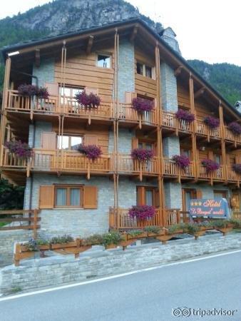 Hotel le bouquet cogne for Bouquet hotel