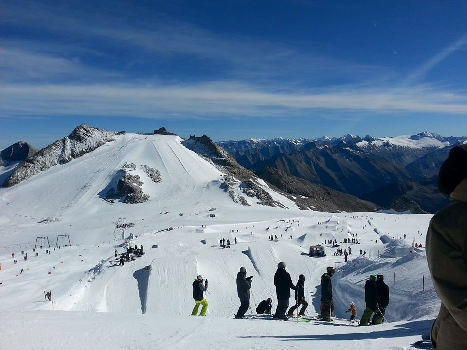 Sunny slopes in Hintertux - Oct 18, 2014 - ©Hintertux FB