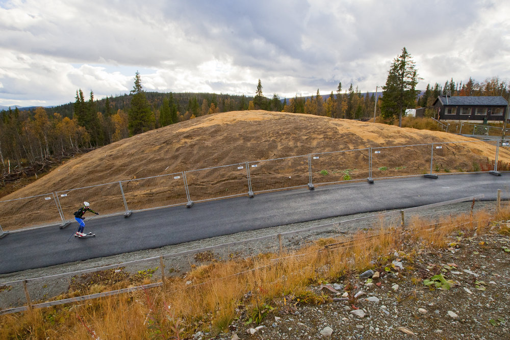 30000 m³ snow stored to ensure early start of skiing season