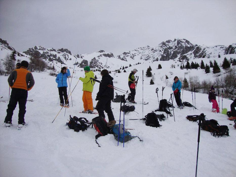 Afin d'acquérir les bons reflexes et une bonne utilisation de son DVA il est primordial de participer régulièrement à des formations comme celle proposée par le Club Alpin Français