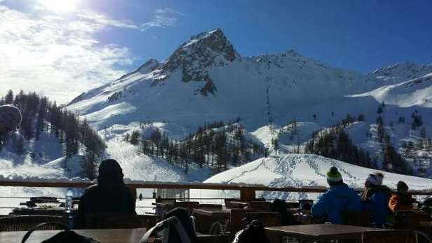 Off piste is crust,  on piste is machine groomed but patches of ice in some places.  Needs snow but OK for piste skiing.