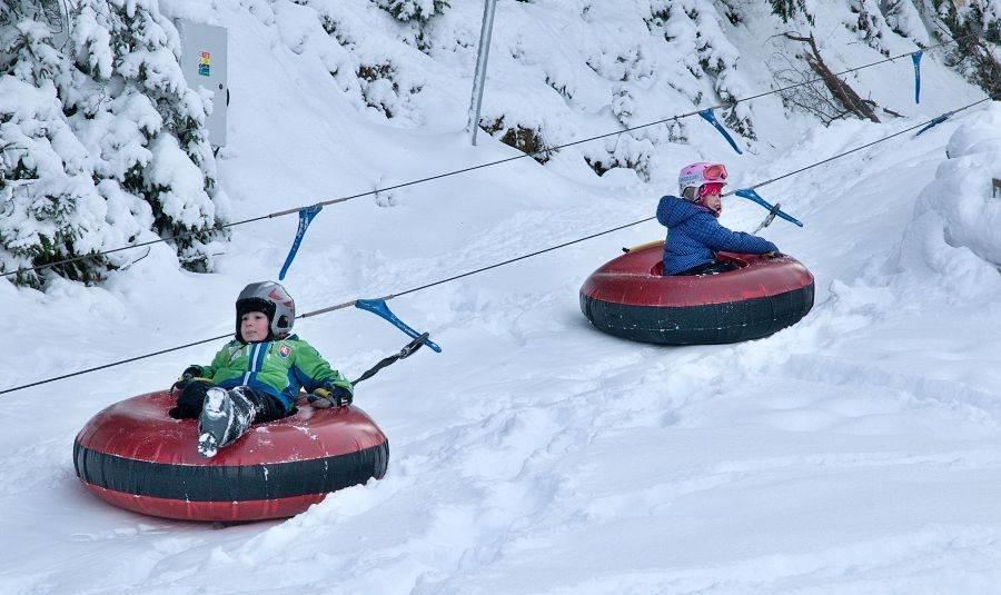 Children enjoy snowtubing - ©Facebook Opalisko