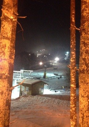No crowds at all today and they did a banging job of grooming.oh yeah it was snowing From 6pm on.