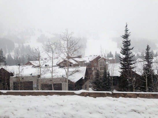 Good conditions on feb 27. Snowing the whole day. Keep going