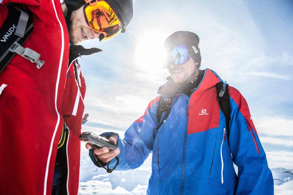 LVS-Check: Jochen Reiser überprüft, ob das LVS-Gerät sendet - ©Christoph Jorda   www.christophjorda.com