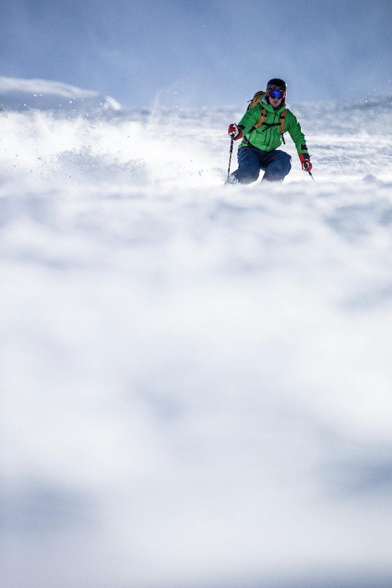 Vorlage und Stockeinsatz: Wer sich in steilem Gelände zurücklehnt, der bekommt Probleme - ©Christoph Jorda   www.christophjorda.com