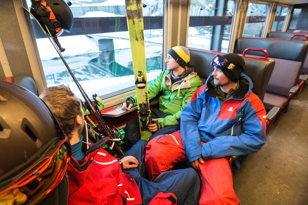 Im Zug von Andermatt nach Göschenen, wo wir auf unserem Trip im Hotel Chalet Krone untergebracht waren - ©Christoph Jorda   www.christophjorda.com