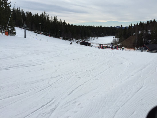 Oslo Vinterpark - Tryvann - Firsthand Ski Report - ©Jonathan's iPhone