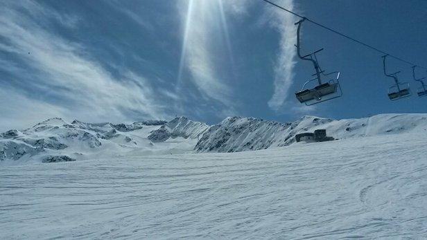 Skiarena Andermatt-Sedrun - sunny and warm fabulous end to the season - ©stephengildert85