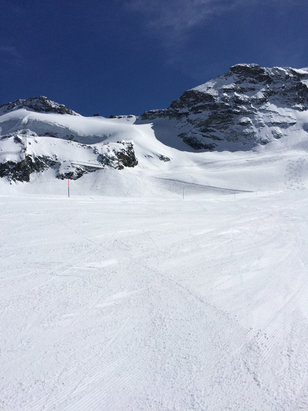 Saas Fee - Amazing conditions - warm and sunny and soft snow!  - ©MGs_iPhone