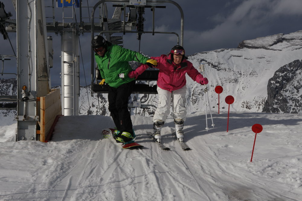 Fighting to stay upright! | Eric Harwood and Debra Vanstone - ©David Morgan | onabike @ Skiinfo Lounge
