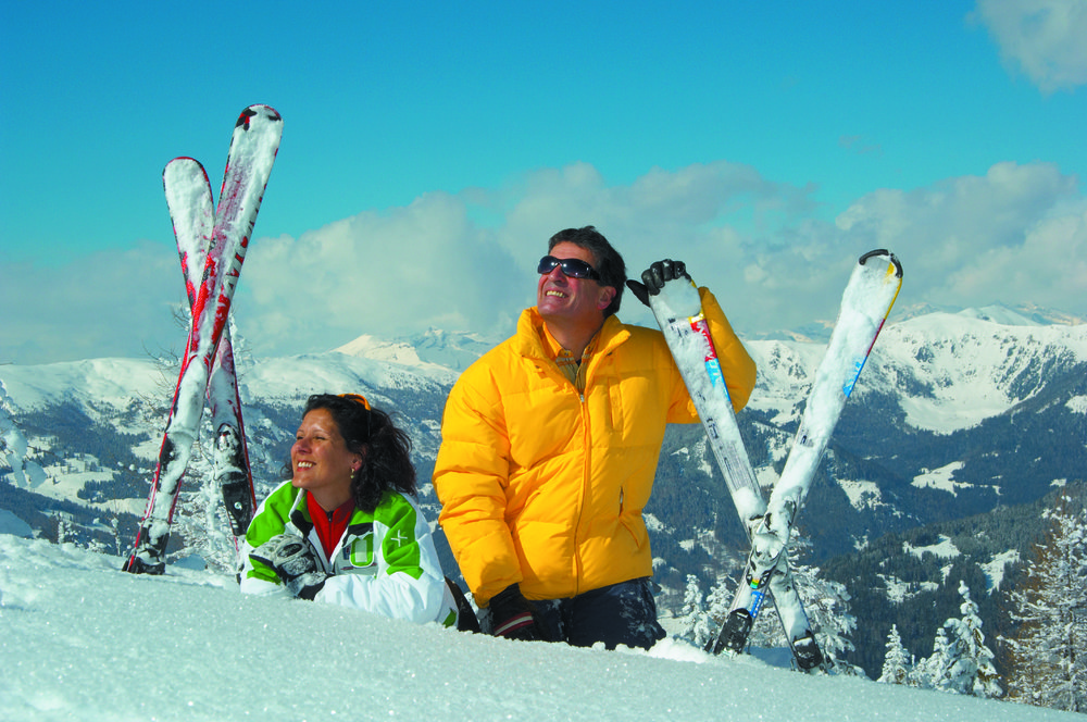 A couple pausing on the slopes at Bad Kleinkirchheim