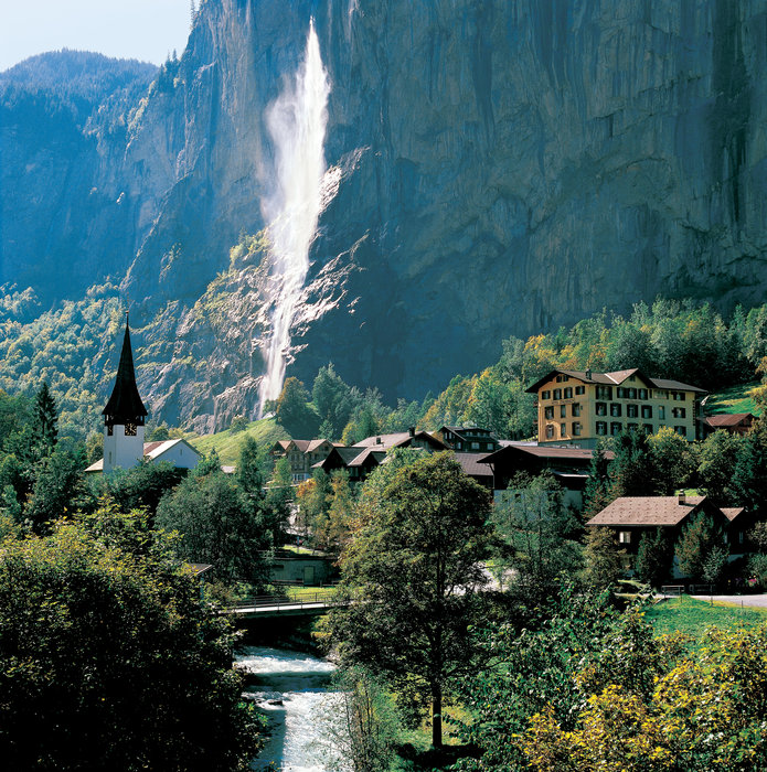 Switzerland. get natural. . Lauterbrunnen (797 m) in the Bernese Oberland. View of the Staubbach Falls, 300 m high.  Schweiz. ganz natuerlich.. Lauterbrunnen (797 m) im Berner Oberland. Blick auf den 300 m hohen Staubbachfall. .  Suisse. tout naturellement. . Lauterbrunnen (797 m) dans l'Oberland be
