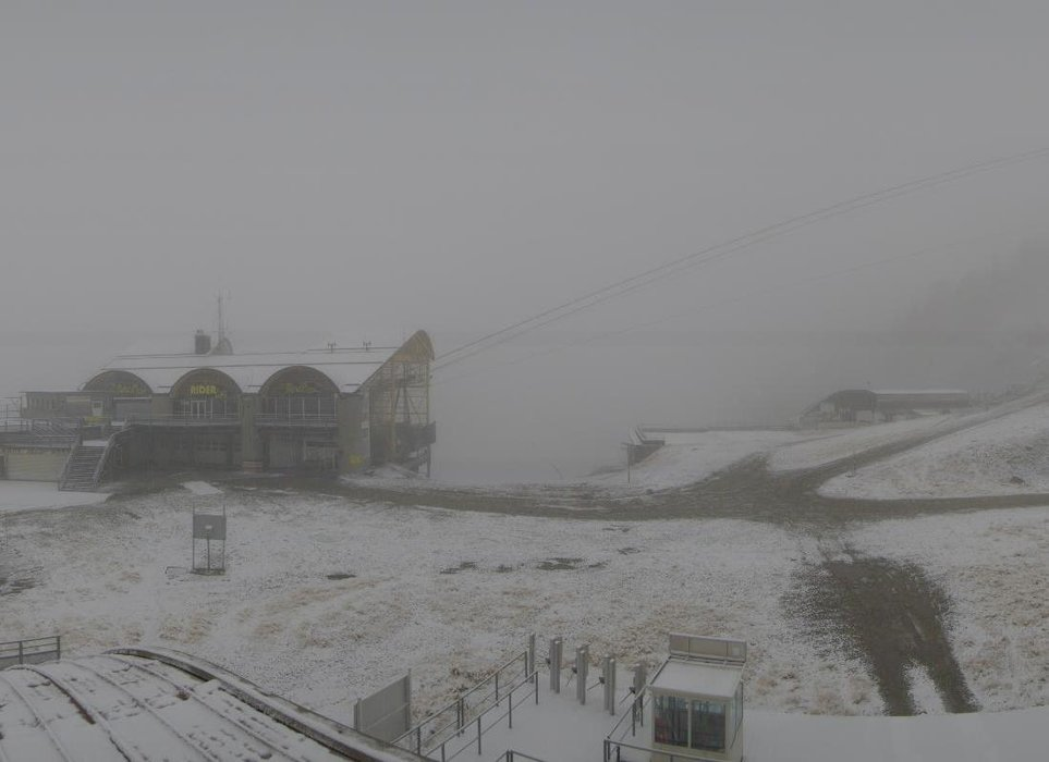 Wake up with snow at Les Grands Montets (October 16, 2015)