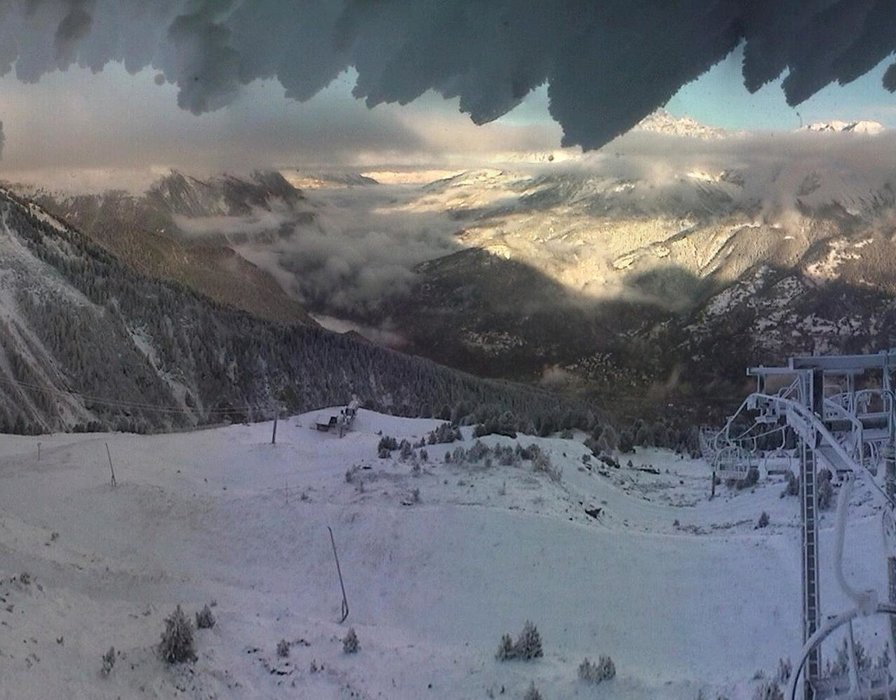 Wake up with snow at La Norma (October 16, 2015)