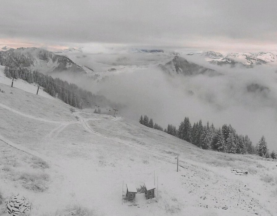 Wake up with snow at Châtel (October 16, 2015)