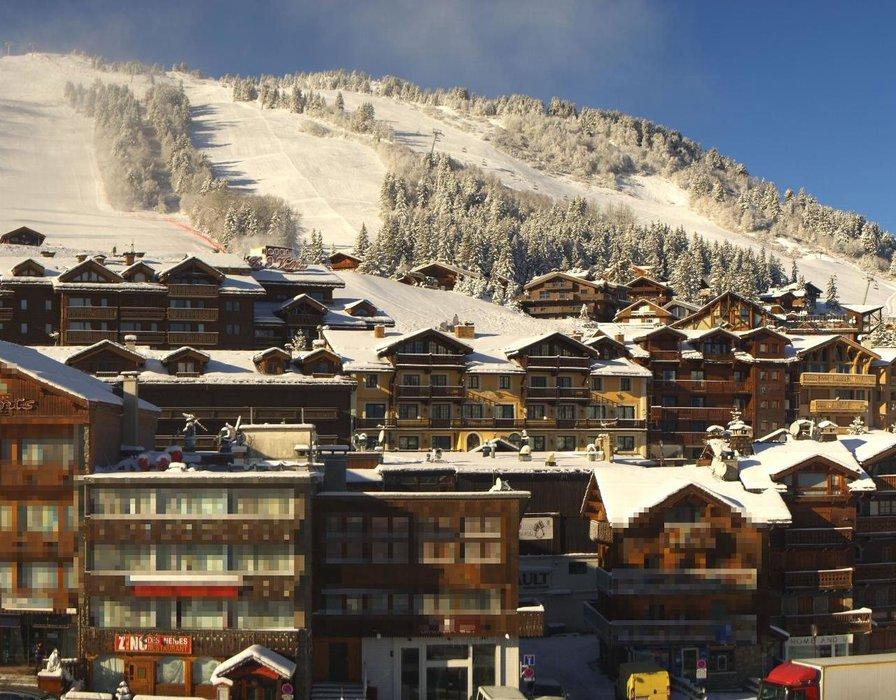 Courchevel ce midi entre neige au soleil