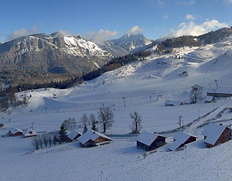 Bellevaux Hirmentaz ce midi entre neige et soleil