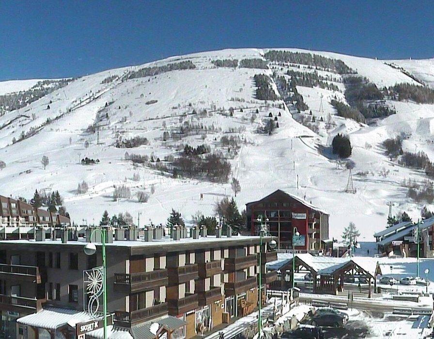 Les 2 Alpes ce midi entre neige et soleil