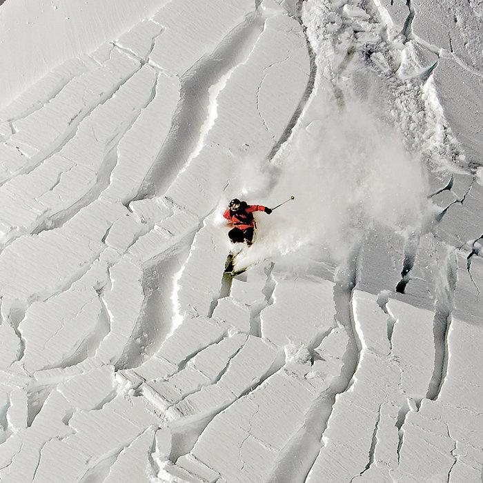 Avalanche : Mettez toutes les chances de votre côté en prenant garde aux signes annonciateurs et en vous équipant pour être rapidement localisable. - ©Mark Gallup