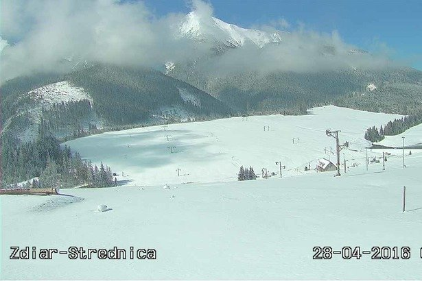 Fresh snow in ski resort Strednica, end of April 2016 - ©webcams OTS