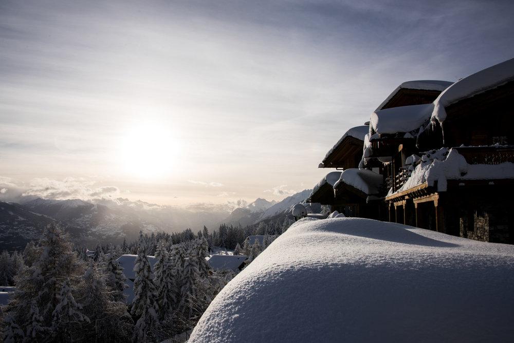 Ambiance hivernale d'une fin de journée à Crans Montana - ©Crans-Montana Tourisme & Congrès / Olivier Maire