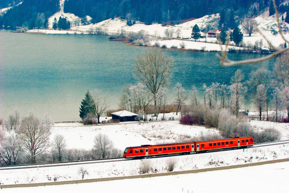 VT 612 als Regional-Express (RE) bei Immenstadt am winterlichen AlpseeFotocredit: Deutsche Bahn AG