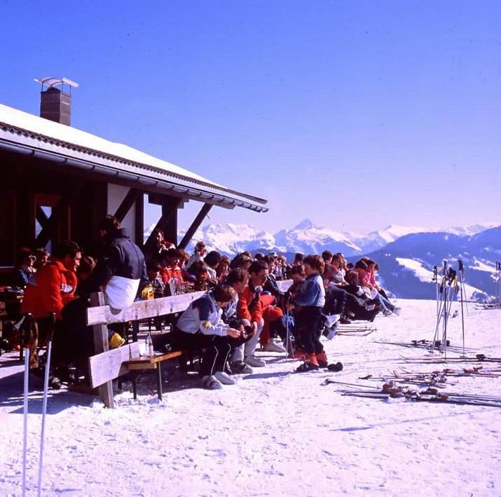 Skiers gathered for refreshments in Wildschönau.