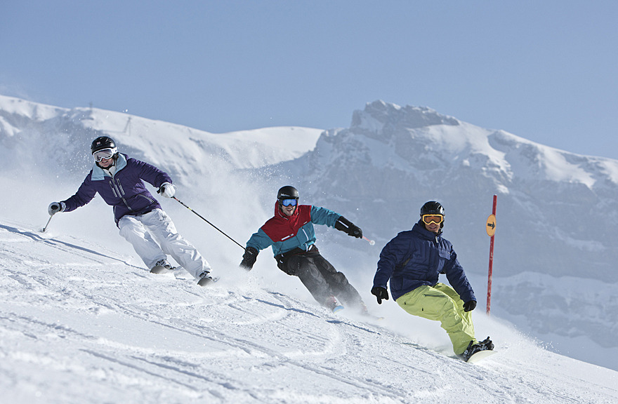 Carving up the slopes in Laax - ©Graubunden