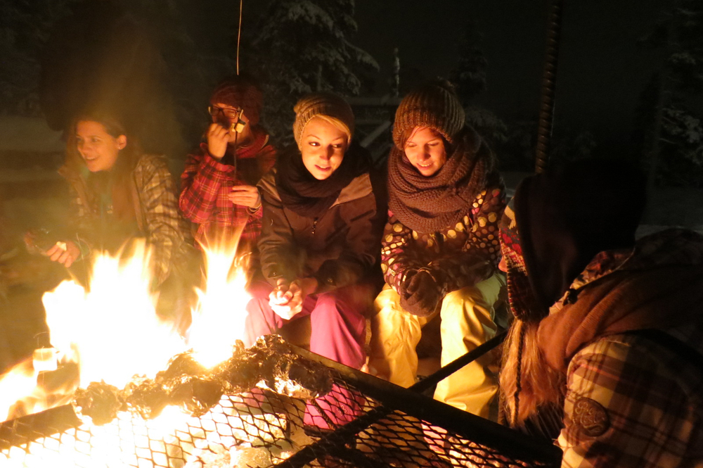 Evening camp fires in Lapland - ©Bliss Adventure