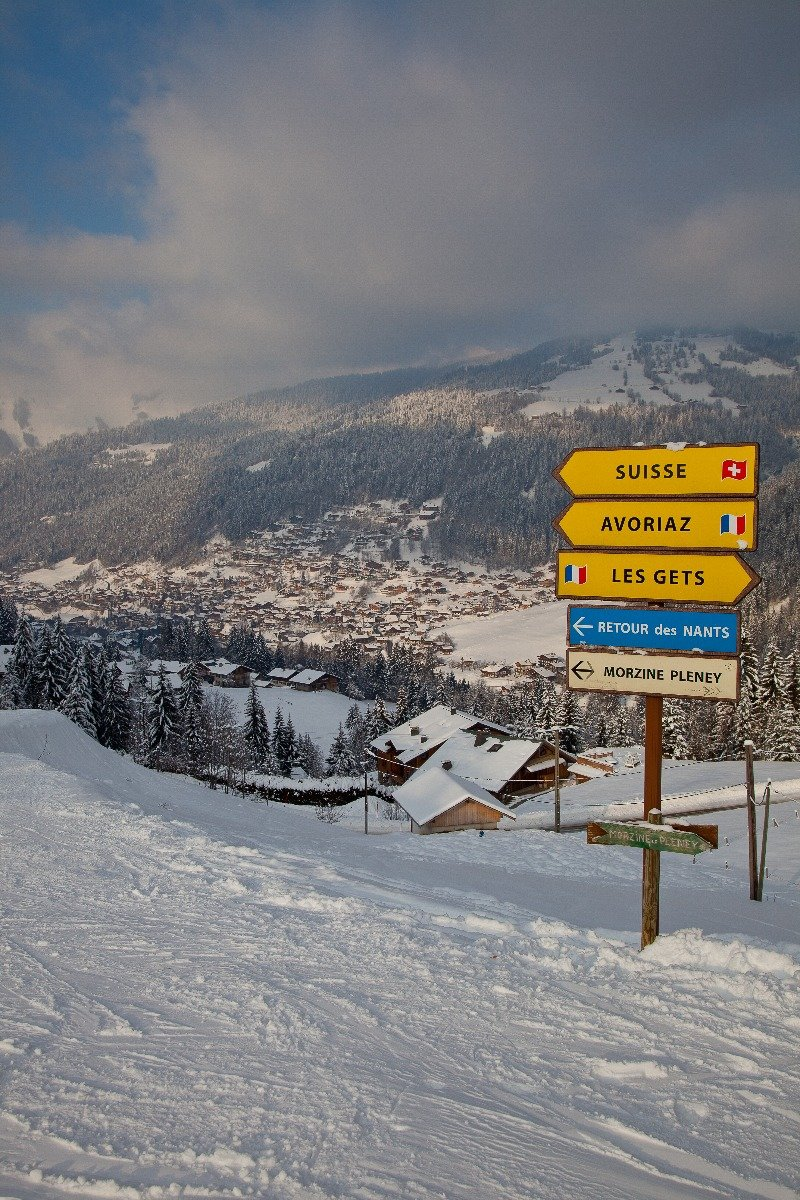 On the border between France and Switzerland in the Portes du Soleil