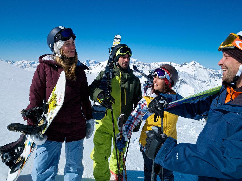 Skiers and snowboarders in Laax - ©Graubünden Ferien/Weisse Arena Gruppe