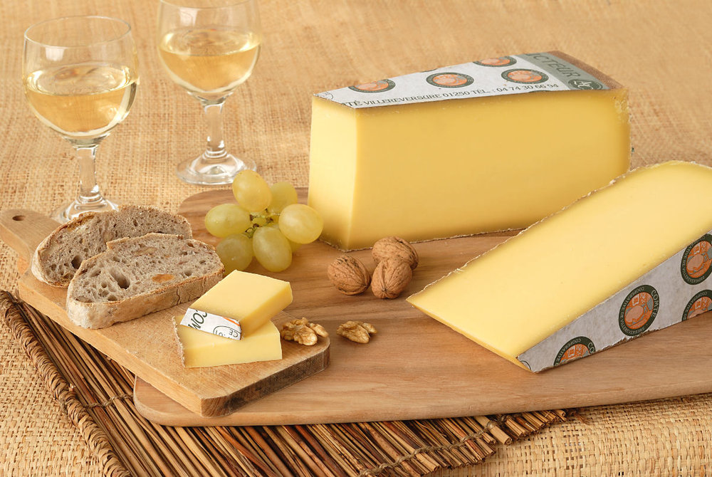 The good things of Jura: cheese, nuts, grapes and good wine ...
