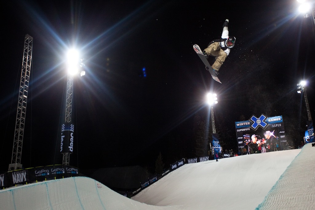 Scotty Lago in men's superpipe finals - ©Jeremy Swanson