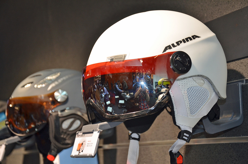 New Alpina helmet featuring a stylish visor  - ©Skiinfo