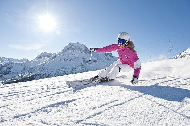 Accrocheurs, agiles et véloces... les skis de piste taillent la route !
