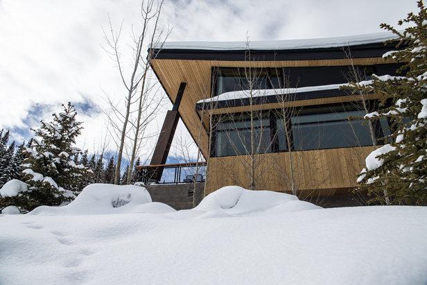 Aspen snowmass resort photos modern mountain for Mountain lodge architecture