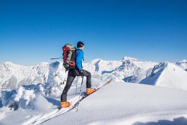 Légers et sûrs à la montée, véloces et très agiles en descente, les skis de rando/freerando évoluent sans cesse... - ©Netzer Johannes - Fotolia.com